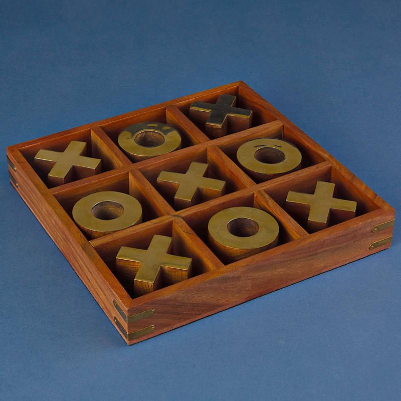 Tic Tac Toe con base de madera Haus