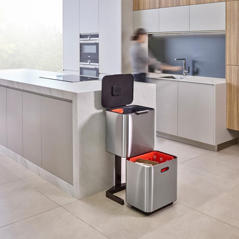 Basurero Touch con pedestal / 2 compartimientos / funda de basura / filtro de olores Totem Max Joseph Joseph