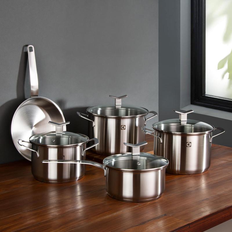 Juego de ollas de acero inoxidable para inducción 9 piezas Electrolux