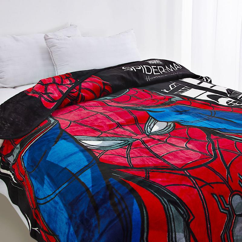 Cobija Spiderman elaborada en 100% poliéster.
