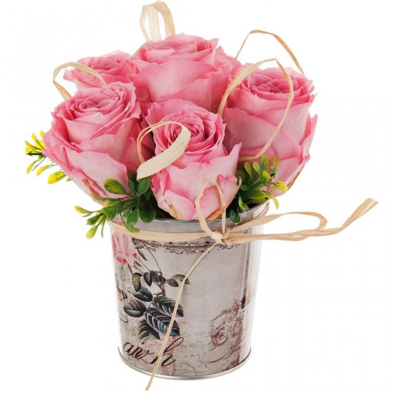 Arreglo floral eternizado rosado con balde vintage